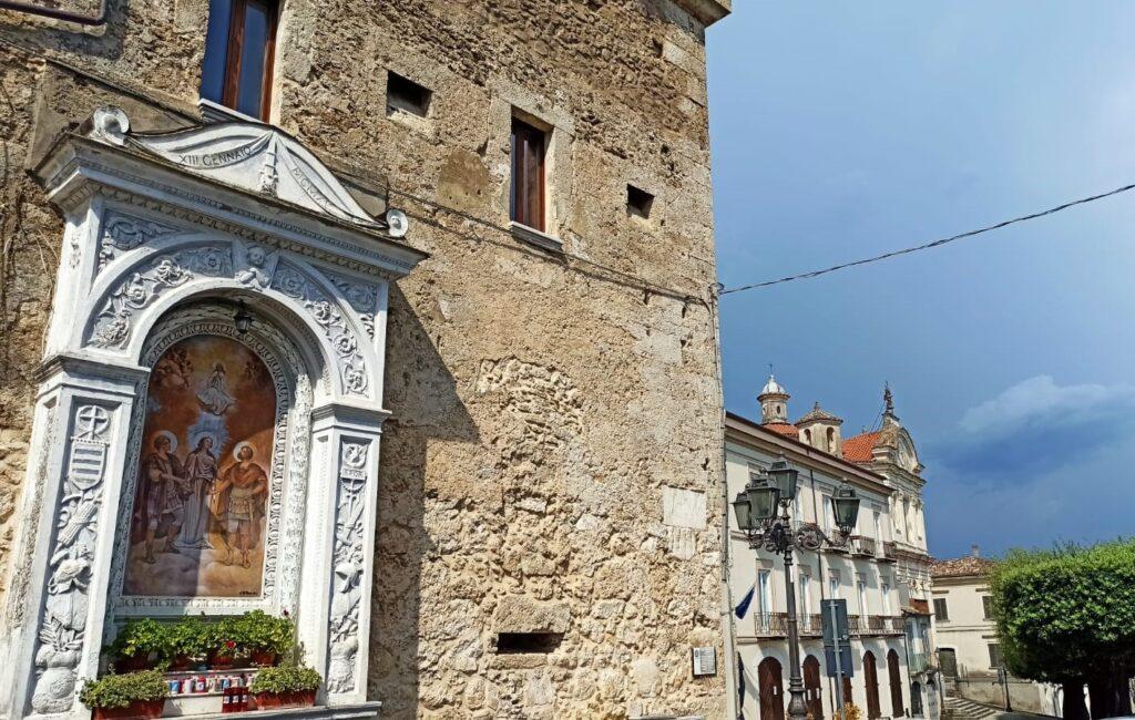 Edicola votiva della Torre del Mercato con i Santi patroni di Venafro